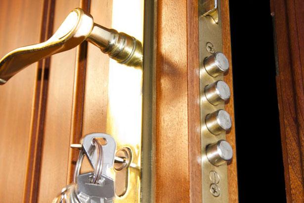 kak-vrezat-zamok-v-metallicheskuyu-dver-11