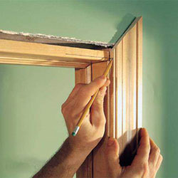 ustanovka-nalichnikov-na-dveri-svoimi-rukami-6