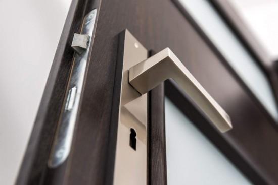 Очень важно, чтобы фурнитура соответствовала стилистике дверного полотна