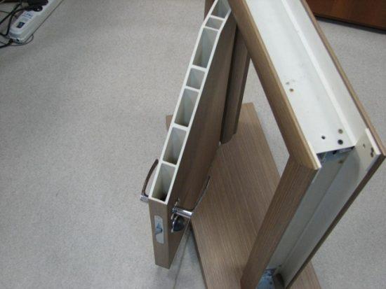 Пластиковая дверь с коробкой