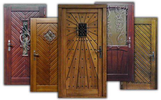 Входные двери из дерева и металла