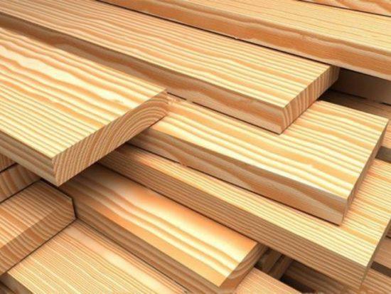 Чтобы дверь из дерева служила долго, обработайте ее специальными защитными составами