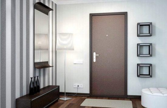 Прежде всего входная дверь должна быть ударопрочной
