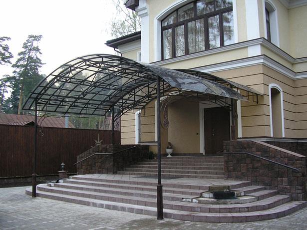 krylco-dlya-chastnogo-doma-svoimi-rukami-iz-polikarbonata-6