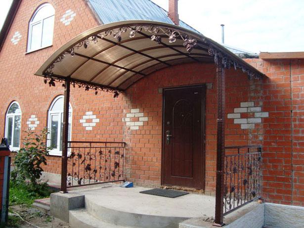 krylco-dlya-chastnogo-doma-svoimi-rukami-iz-polikarbonata-9
