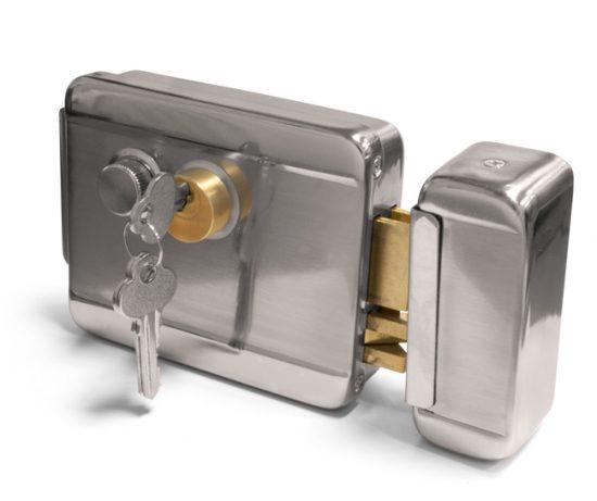 Для повышения безопасности рекомендуется устанавливать два разных замка