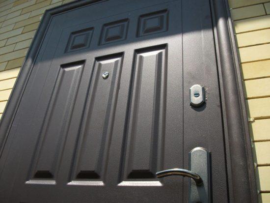 Двери Форпост надежны и прочны
