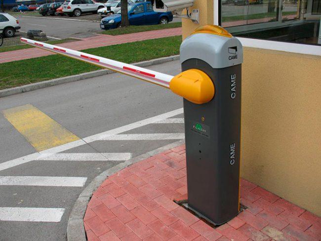 Для управления шлагбаумом лучше воспользоваться услугами удаленной диспетчеризации