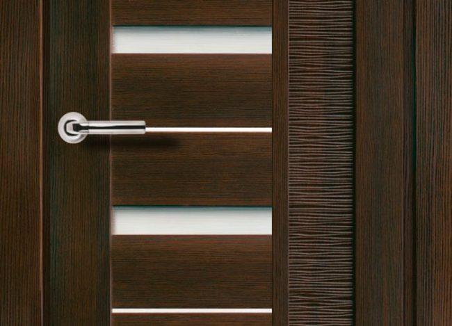 Каркас царговой двери чаще всего выполняется из дерева, а остальные части - из различных материалов