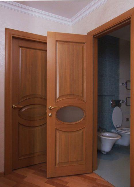 Двери для ванной и туалета должны быть влагоустойчивыми