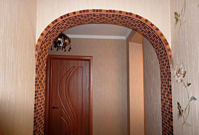 Отделка арки плиткой-мозаикой
