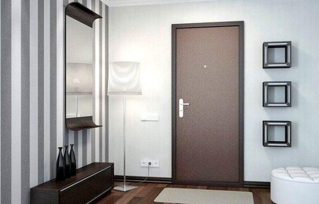 Дешевые двери как правило нуждаются в утеплении сразу после покупки