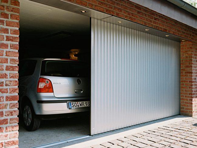 Откатные ворота наиболее популярны у владельцев гаражей
