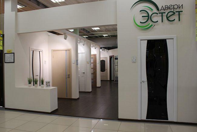 В ассортименте компании Эстет есть входные и межкомнатные двери, а так же арки