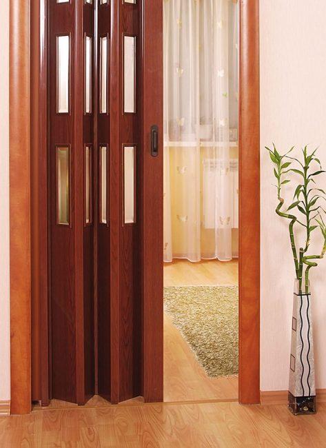Четырехсекционная дверь-книжка