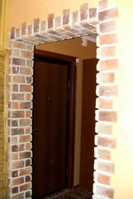 Отделка дверного проема камнем