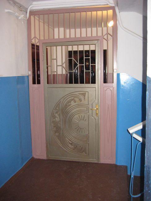 Дверь для тамбура можно приобретать из любого материала, главное - чтобы был надежным замок