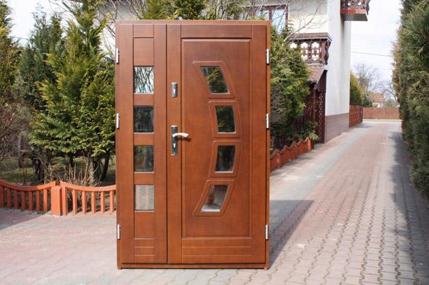 dveri-vxodnye-derevyannye-uteplennye-dlya-chastnogo-doma-11