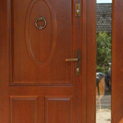 dveri-vxodnye-derevyannye-uteplennye-dlya-chastnogo-doma-9