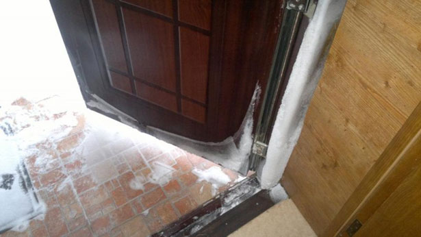 Как устранить конденсат на входной металлической двери