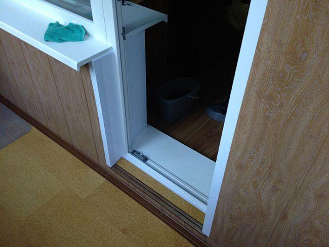 Регулировка двери балкона пвх